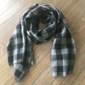 Black & gray plaid/checkered scarf